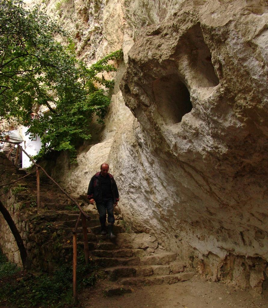 Шлях до Бакотського монастиря