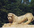 (Українська) Усміхнений лев зустрічає відвідувачів палацу