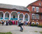 Стара школа в селі Божикивці. Колись маєток, нині школа