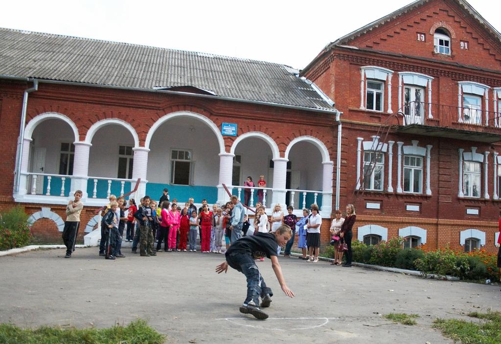 Стара школа в селі Божикивці