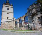 Дзвіниця та руїни вірменського собору