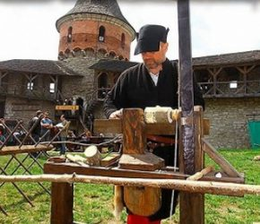Carrying back to XVll century on the festival in Kamianets-Podilskyi