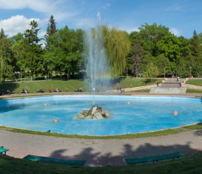 Vocal battles on the fountain in Kamianets-Podilskyi