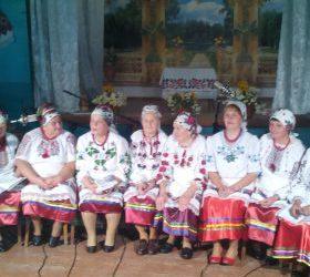 (Українська) У маленькому селі Велика Кужелева іноземцям показали місцевий обряд «Випікання короваю»