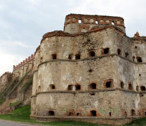 (Українська) Замки і палаци Хмельниччини. Меджибізька фортеця: чужа навіть для своїх